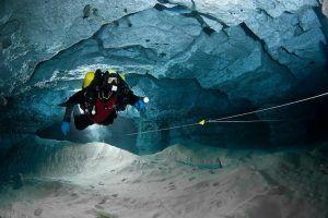 Visitar la cueva subacuática de Ordinskaya; Explorar la cueva subacuática de Ordinskaya; Excursionar en la cueva subacuática de Ordinskaya