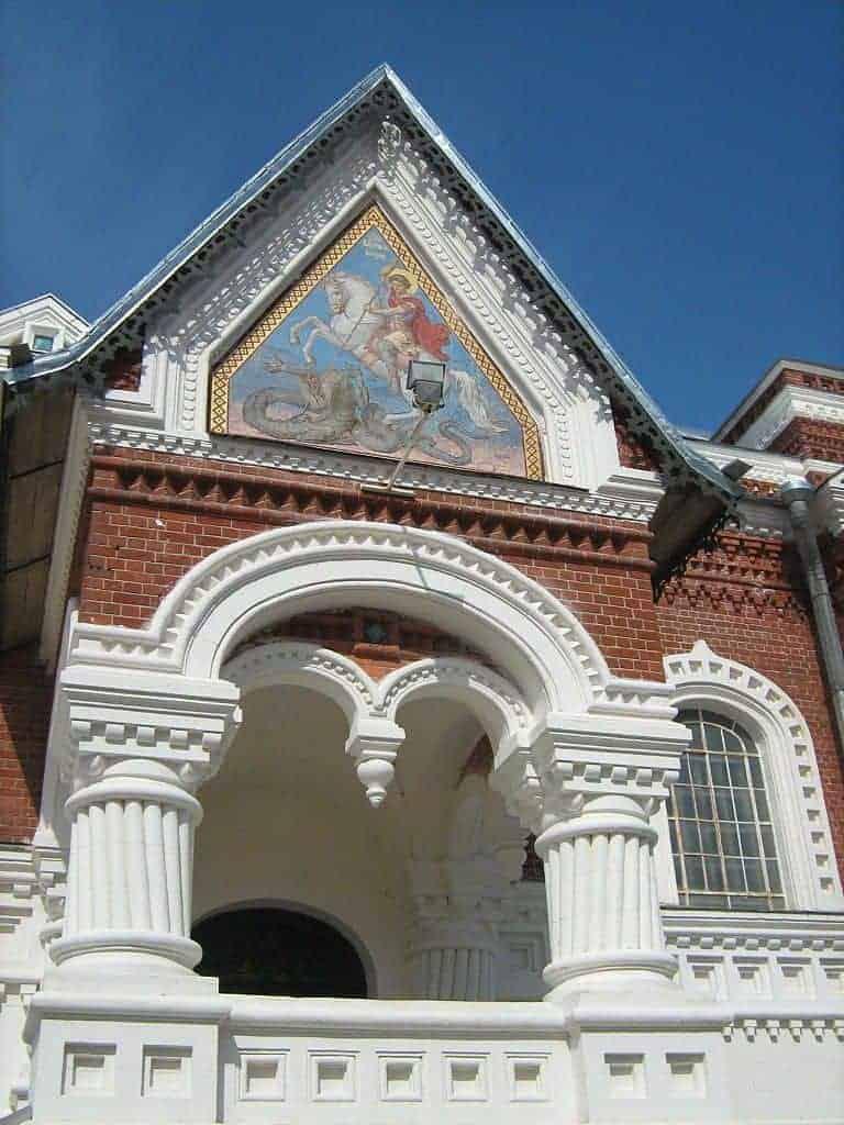 Visitar la Catedral de San Jorge en Gus-Cristal; Conocer la Catedral de San Jorge en Gus-Cristal; Recorrer la Catedral de San Jorge en Gus-Cristal.