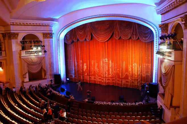 Visitar el Teatro de Invierno en Sochi; Conocer el Teatro de Invierno en Sochi; Explorar el Teatro de Invierno en Sochi