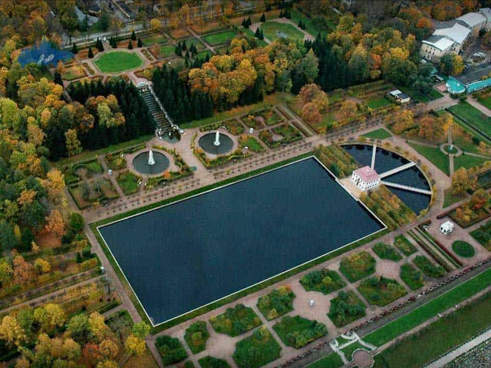 Visitar el palacio de Marly en San Petersburgo; Conocer el palacio de Marly en San Petersburgo; Recorrer el palacio de Marly en San Petersburgo
