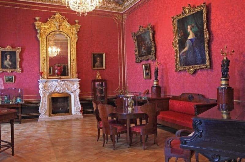 Explorar el Palacio Sheremetev en San Petersburgo; Conocer el Palacio Sheremetev en San Petersburgo; Visitar el Palacio Sheremetev en San Petersburgo
