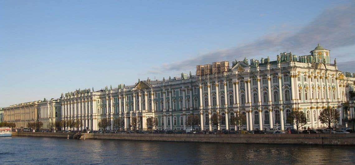 Conocer el Terraplén del Palacio en San Petersburgo; Visitar el Terraplén del Palacio en San Petersburgo; Recorrer el Terraplén del Palacio en San Petersburgo