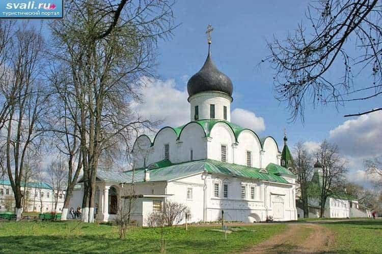 Explorar la Catedral de la Trinidad en Alexandrov; Visitar la Catedral de la Trinidad en Alexandrov; Que ver en la Catedral de la Trinidad en Alexandrov