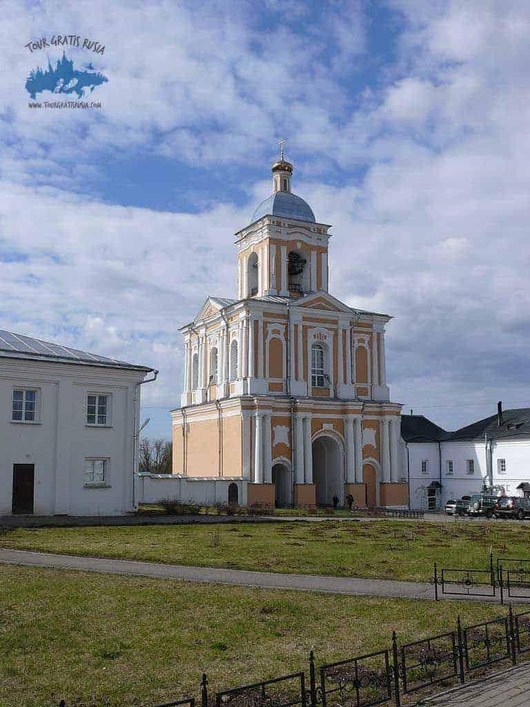 Recorrer el Monasterio Varlaamo Khutyn de Novgorod