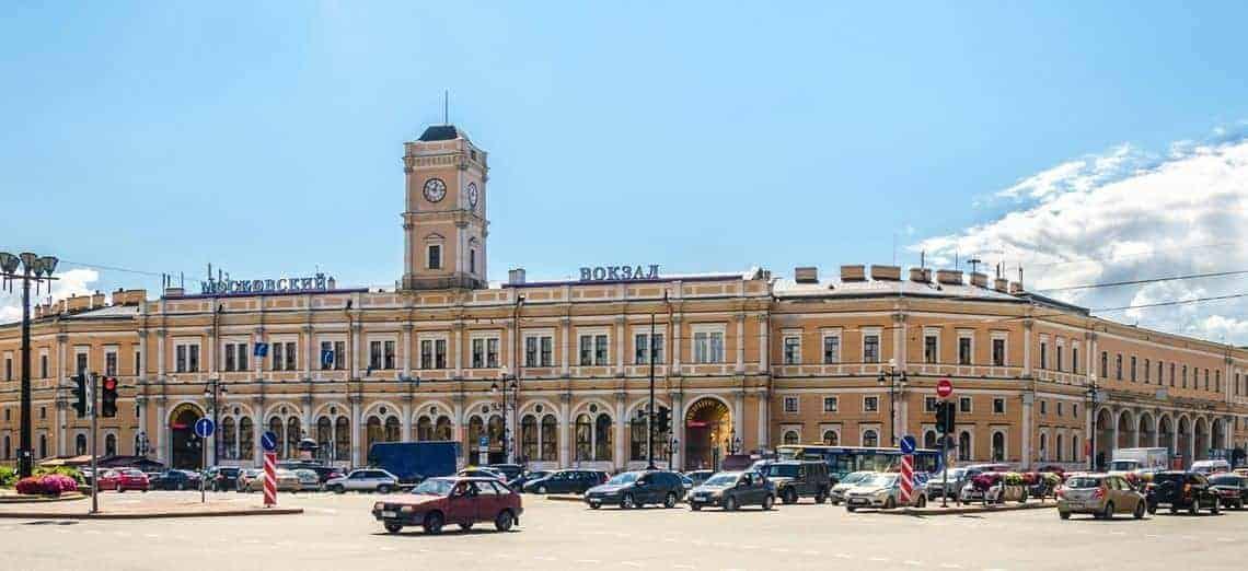 Recorrer la Estación de Tren de Moscú; Visitar la Estación de Tren de Moscú; Recorrer la Estación de Tren de Moscú
