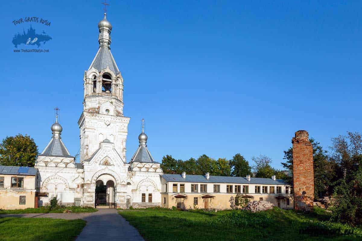 Recorrer el Monasterio Desyatinny en Nóvgorod; Conocer el Monasterio Desyatinny en Nóvgorod; Visitar el Monasterio Desyatinny en Nóvgorod