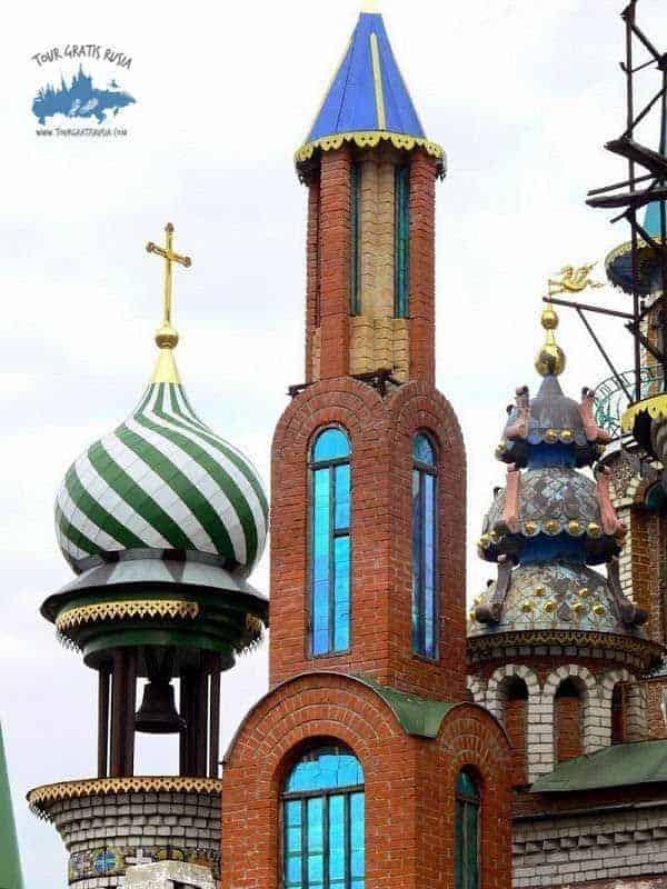 Explorar el templo de todas las Religiones de Kazán