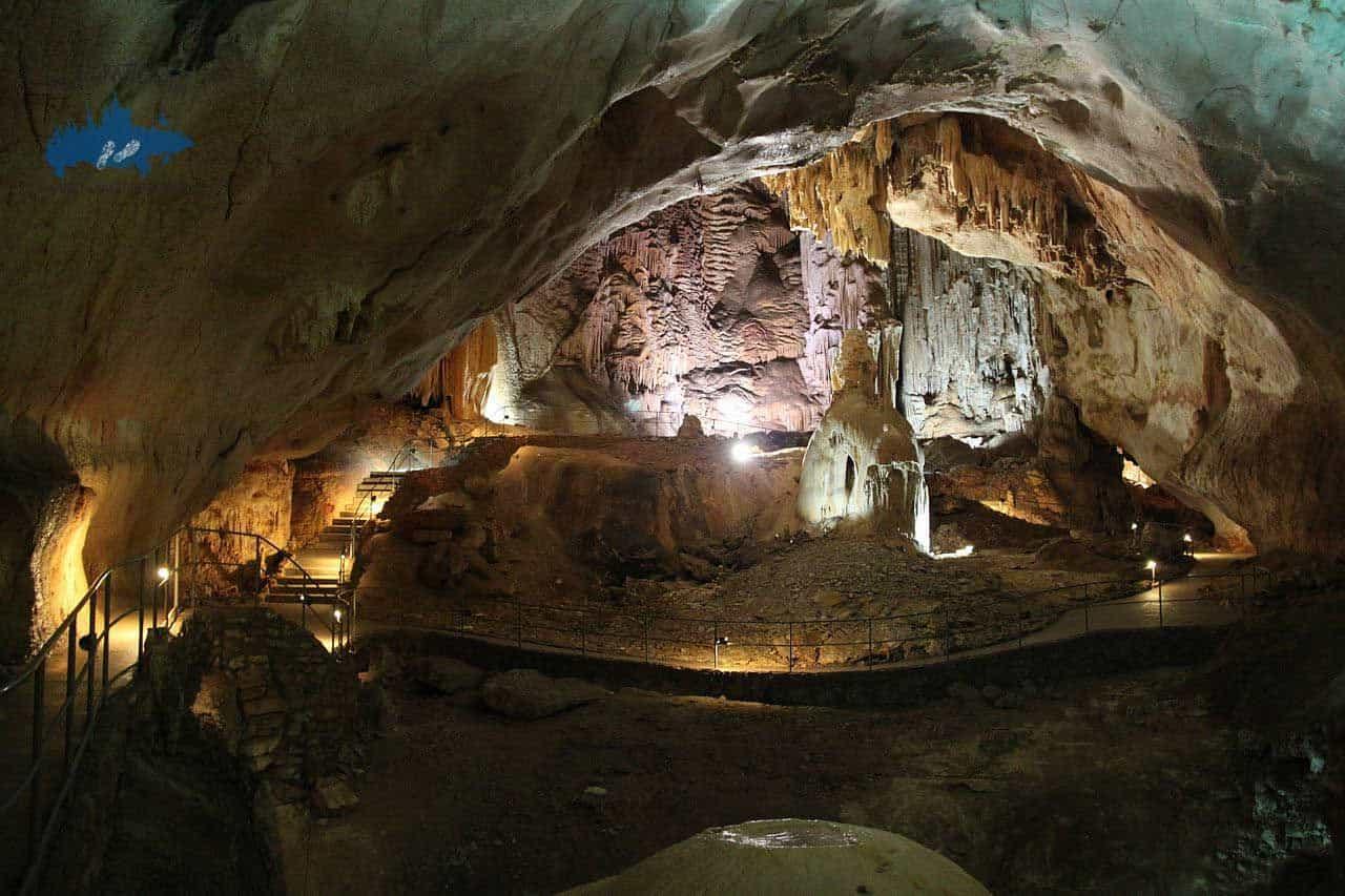 Visitar la cueva Emine Bair Khosar en Rusia