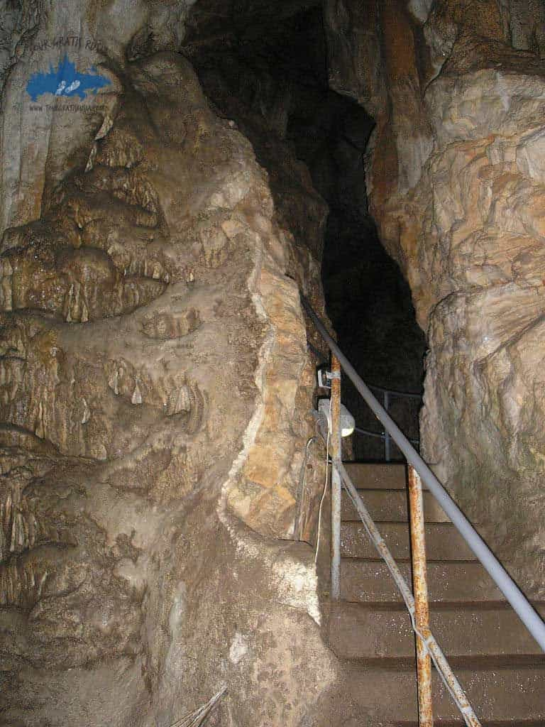 Excursionar en la cueva Emine Bair Khosar en Rusia
