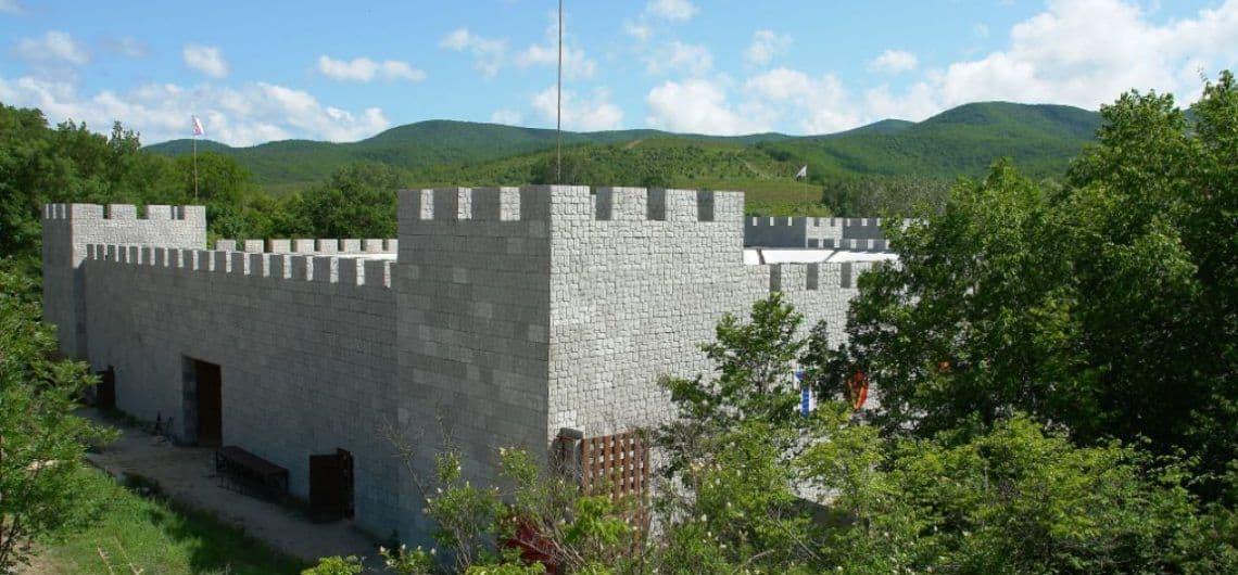 Excursionar en el Castillo Cabeza del León en Rusia; Visitar el Castillo Cabeza del León en Rusia; Que ver en el Castillo Cabeza del León en Rusia