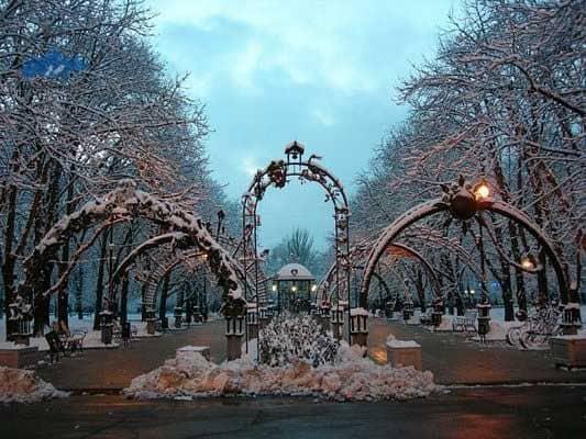 Recorrer el Parque de las Figuras Forjadas de Simferopol