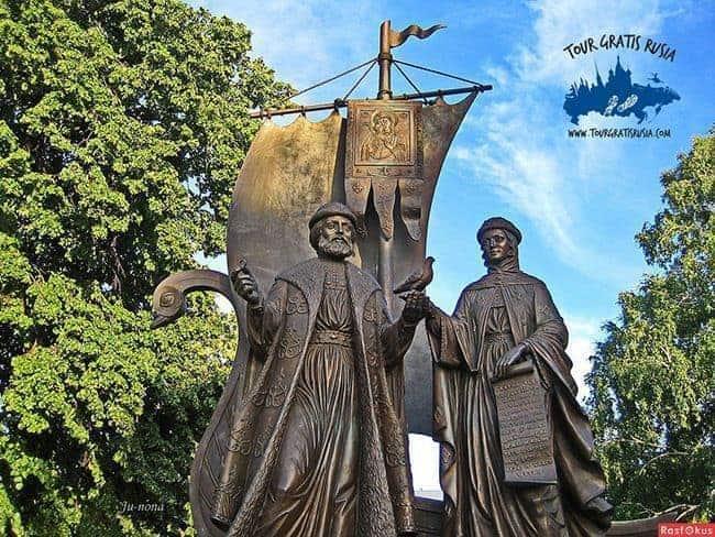 Monumento-a-los santos ortodoxos-protectores-del-amor-y-matrimonio-en-samara