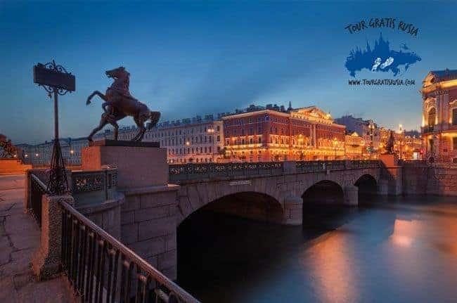 tour en barco por los canales de san Petersburgo