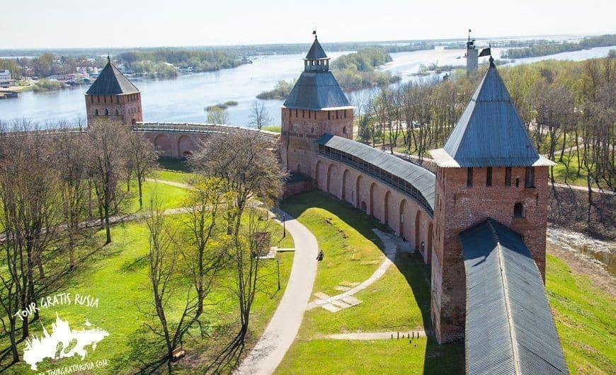 Excursionar en el Anillo de Oro en mayo; Recorrer Sochi en mayo; Visitar Yaroslavl en mayo