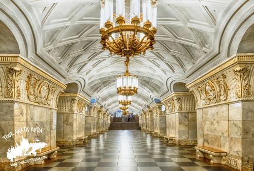 Visitar algunos lugares de interés en Moscú; Recorrer el metro de Moscú; Conocer el centro de Moscú