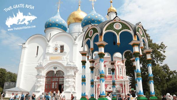 Recorrer los parques Kolomenskoe y Tsaritsino; Tour por la ciudad de Sergiev Posad