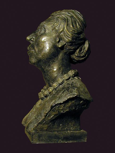 Traje y retrato escultórico de una princesa Kushan